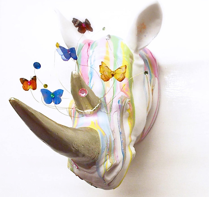 Голова носорога с бабочками