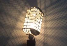 Лампа в виде винтажного микрофона
