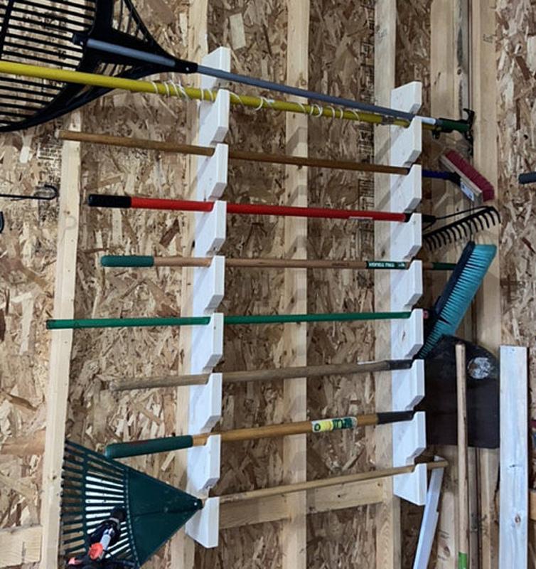 Полка для садовых инструментов