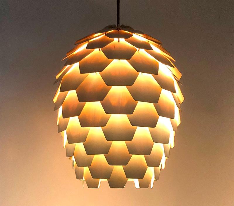 Лампа-шишка во включенном состоянии