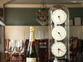 Подарок на свадьбу - часы с отсчетом