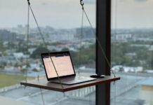 Подвесной столик у окна на присосках