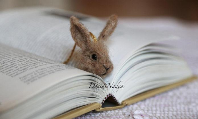 Книжные закладки с головами животных из шерсти